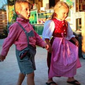 Enfants en costume