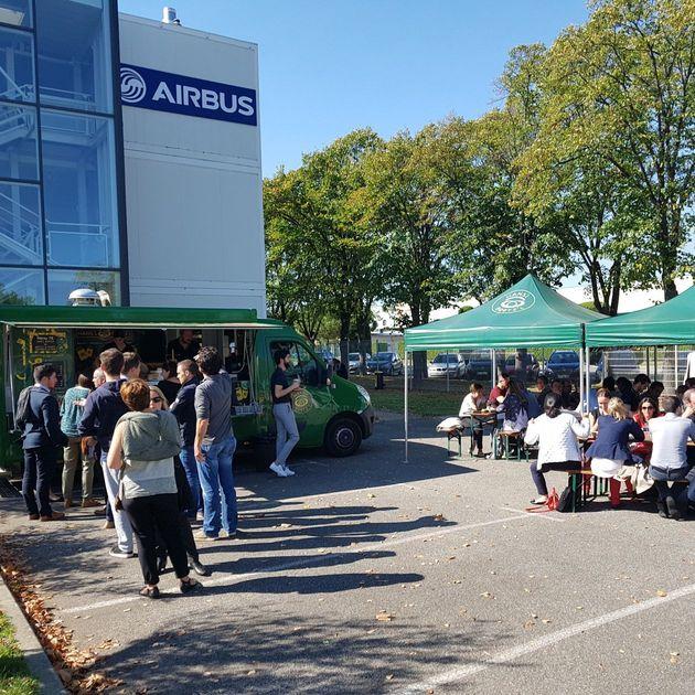 Airbus AISC Food Truck avec du monde