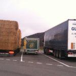Food Truck entre deux camions