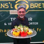 Chef indien cuisine dans le Food truck Hans'l & Bretz'l pour film Steven Spielberg