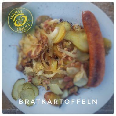Pommes de terre aux lardons et oignons et saucisse allemande